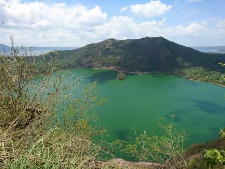 vesi on Taali kraatris endiselt roheline