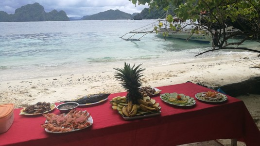 ja seal sõime ka lõunat. ja rand oligi vaid meie päralt. hea ja rahulik.