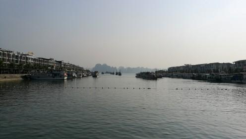 hotelli lähedal oli sadamaala kust tuuridele sai