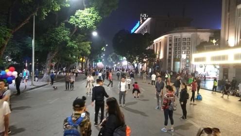 ja rahvast pühapäeva õhtul tänavatele jagus