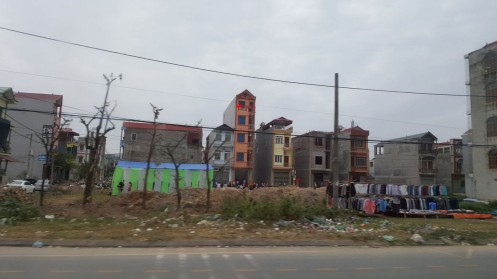 majad on kõik seal siuksed kitsad. ilmselt maa on kallis.