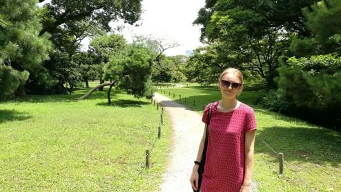 Maris seisab ka pargis