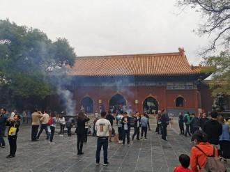 Inimesed käisid ringi viirukitega ja palvetasid igalpool