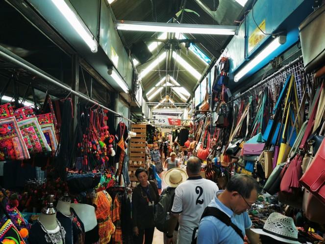 veel kraami. toidust riiete ja majapidamiskaupadeni. kõik on olemas.