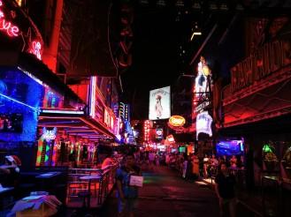 """üks Bangkoki kuulsatest """"peotänavatest"""" kust läbi jalutasime."""