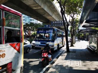 kohalik ühistransport. masinad nagu Manilas aga päriselt nummerdatud liinid ja puha...