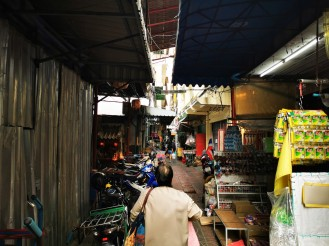 endiselt, suvaline tänav Hiinalinnas