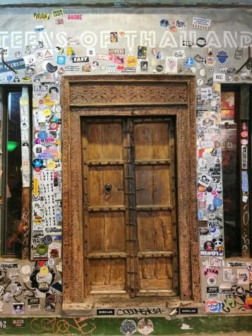 ja ülejärgmise baari uks